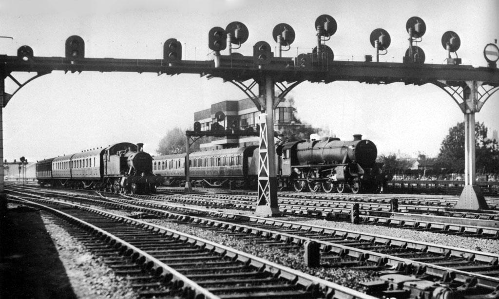 GWR signal gantry | ModelRailroadForums com